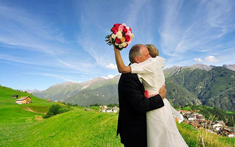 Beispiel: Professionelle Hochzeitsfotos, Foto: Christa Strobl Fotografie.