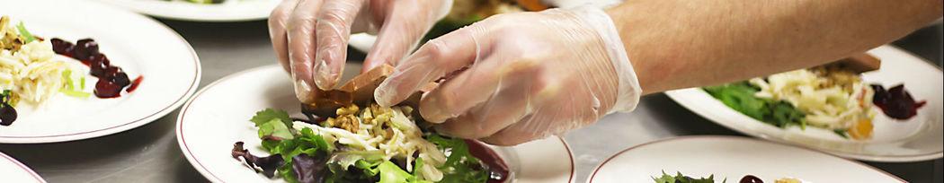 Beispiel: Frisch zubereitete Speisen, Foto: Cook & More Services.