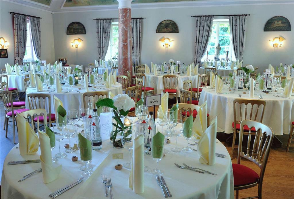 Beispiel: Hochzeitsgedeck, Foto: Romantik Hotel Linslerhof.