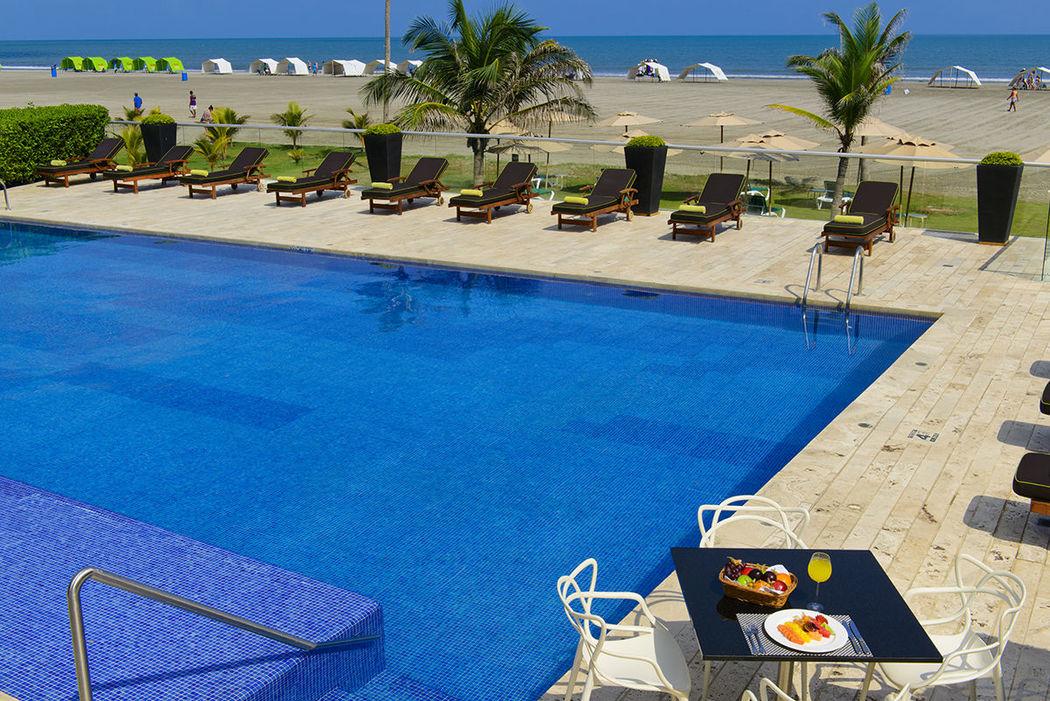 Piscina con Duchas, Acceso directo a la playa, Servicios de toallas