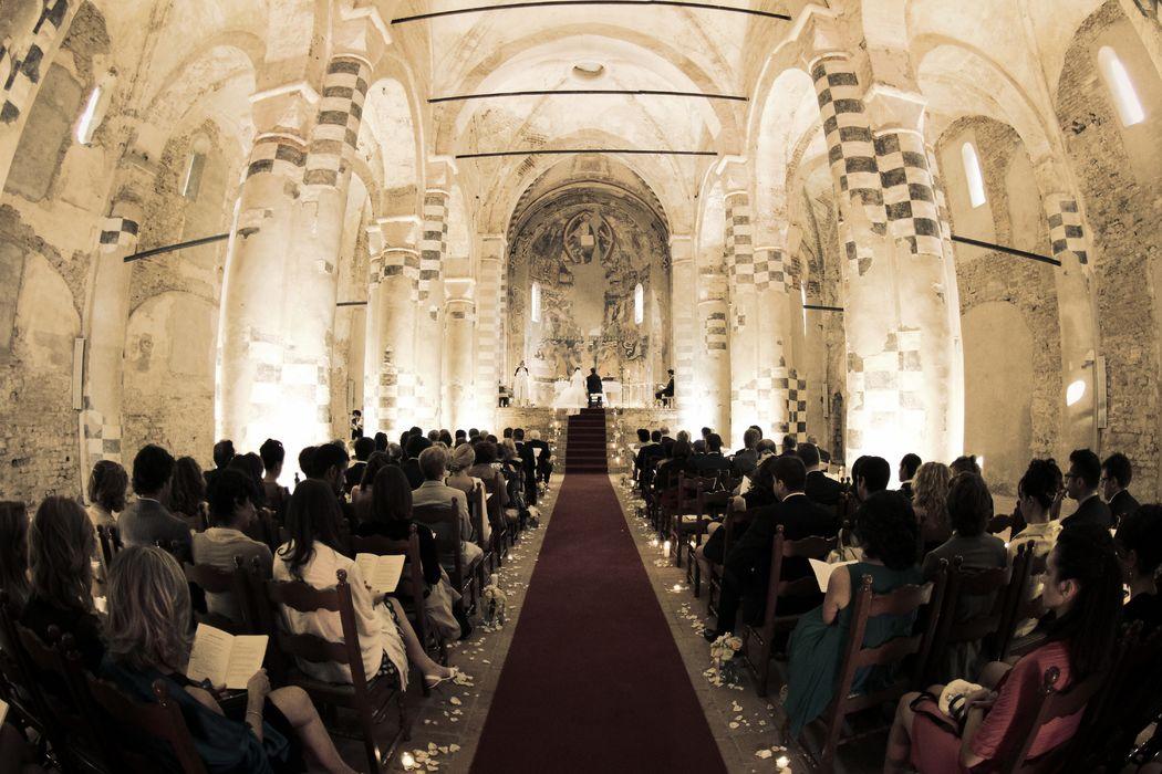 Serena Obert Weddings & Events | Fondamentali sono la progettazione e la realizzazione della scenografia, dove colori, materiali, decoro floreale, cura della regia ed atmosfera diventino un insieme armonico in grado di regalare emozioni indimenticabili a un giorno o a un'occasione speciale.