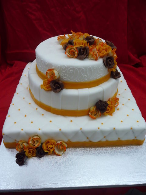 Beispiel: Hochzeitstorte - doppelstöckig, Foto: Cafe Kiess.