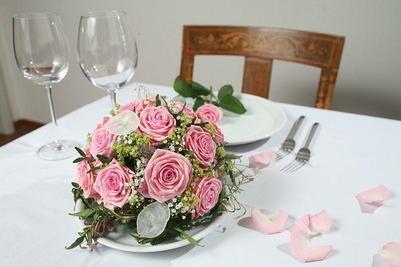 Beispiel: Wunderschöne Gestecke, Foto: Edelkraut Event-Floristik.