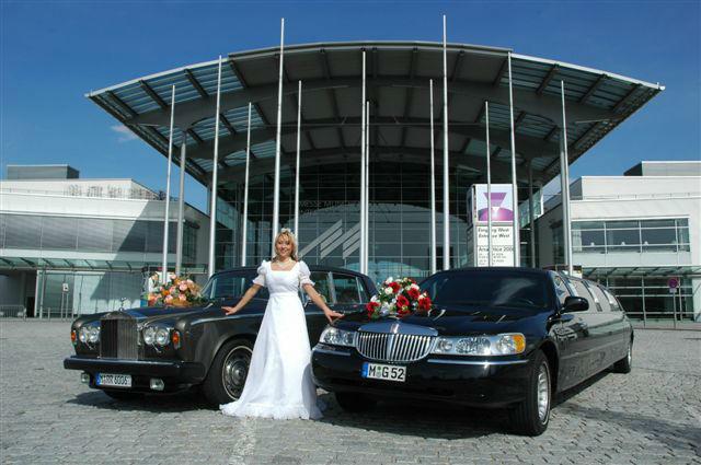 Beispiel: Braut vor Limousinen, Foto: MK - Limousinen München.