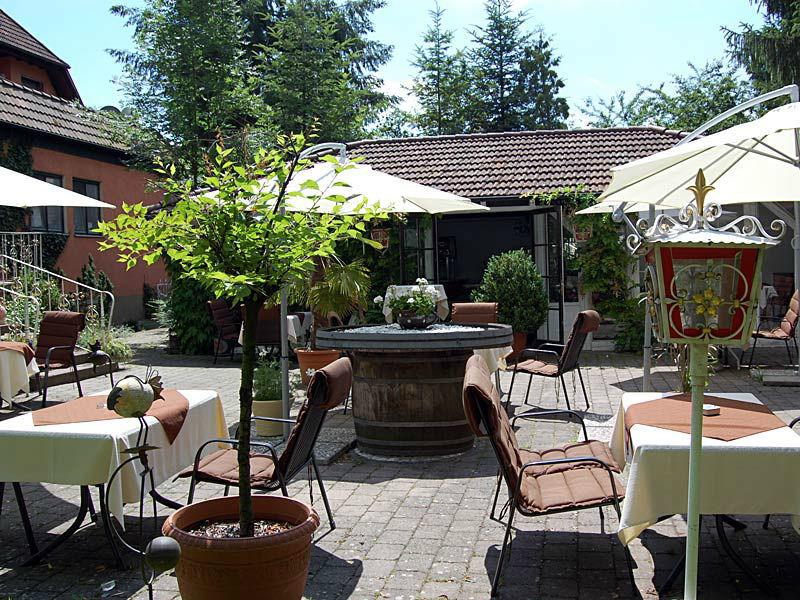 Beispiel: Terrasse, Foto: Parkhotel Krone Maleck.