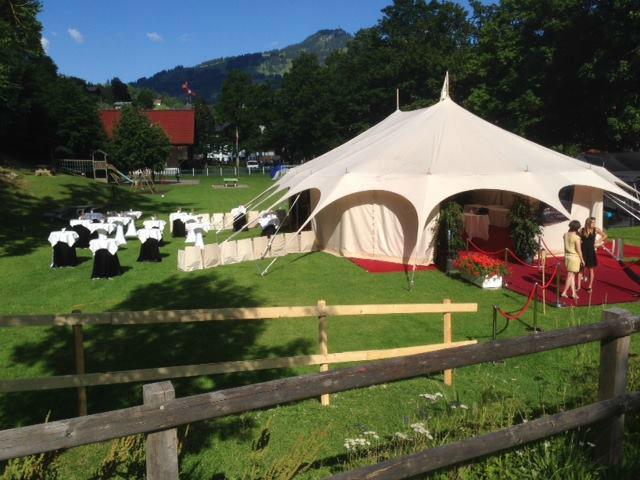 Beispiel: Open-Air Hochzeit mit Zelten, Foto: Hotel Ermitage.