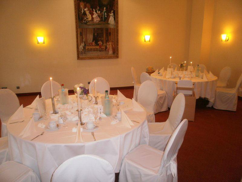 Beispiel: Hochzeitsgedeck, Foto: Schlosshotel Breitenfeld.