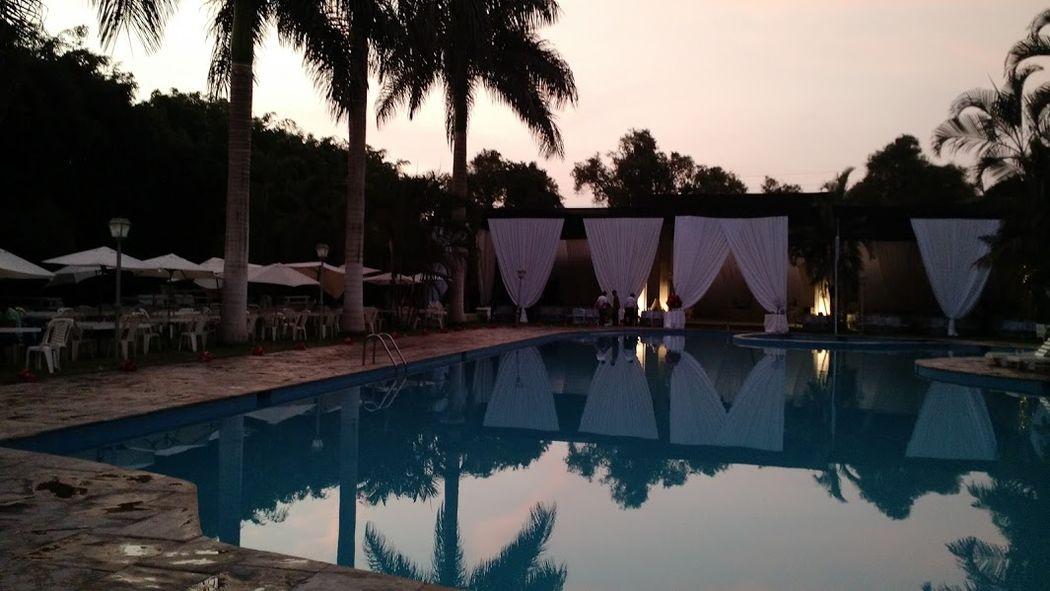 Bellos locales con piscina
