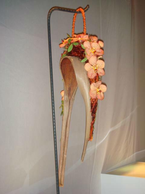 Beispiel: Brauttasche aus Blumen, Foto: Blumen Becht.