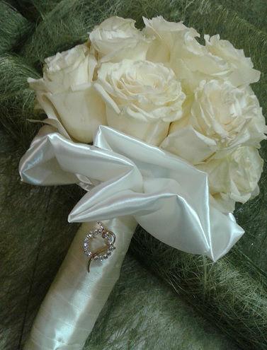 Bouquet de noiva em tons de champanhe.
