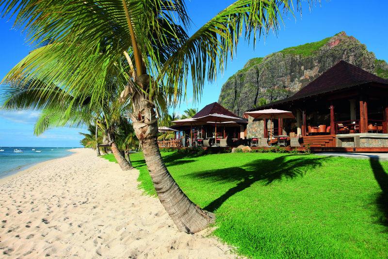 Malerisch gelegen am Berg Le Morne Brabant, Hotel LUX* Le Morne, Mauritius