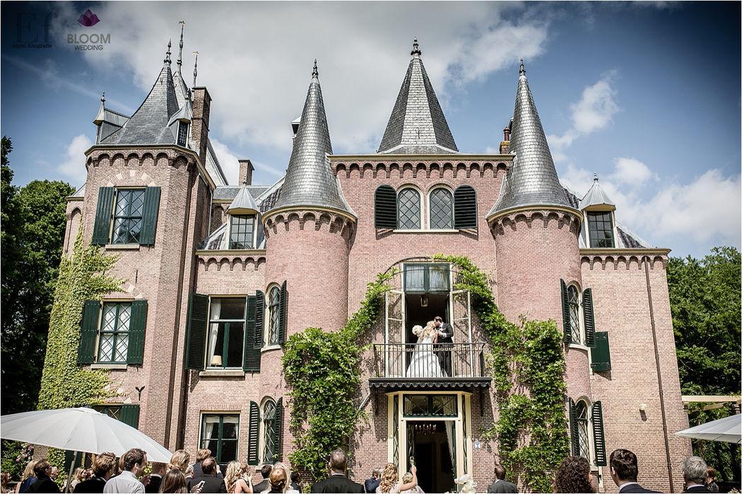 Na de huwelijksvoltrekking een romantische balkonscène onder toeziend oog van al jullie geliefden.