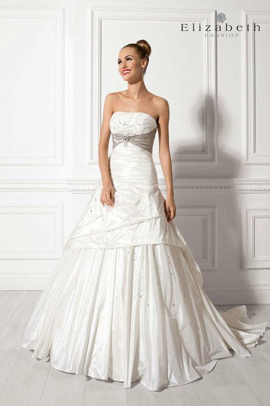 Beispiel: Brautkleid von Elizabeth, Foto: Bösckens.