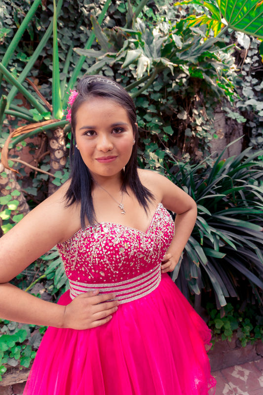 Alekssandra Gómez  Maquillaje de quinceañera natural y sutil
