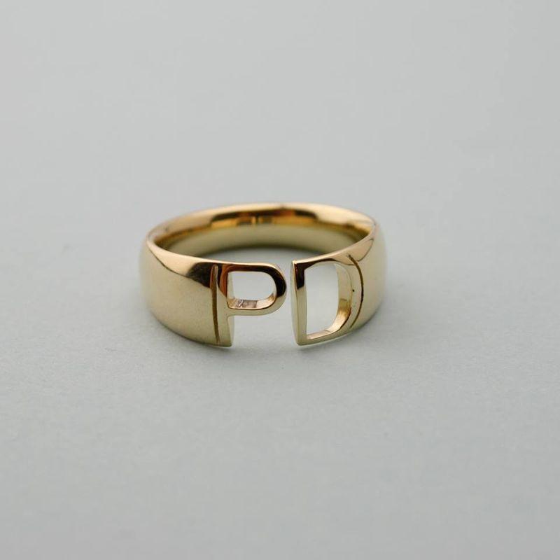 Initial blend ring 14kt met eigen initialen