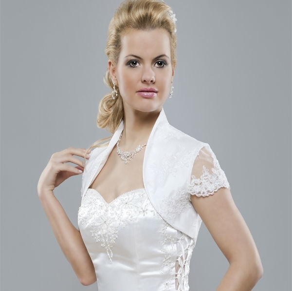 Beispiel: Feine Jäckchen, Foto: Eliyzi Couture Accessoires.