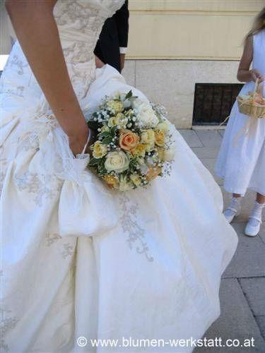 Beispiel: Braut mit Brautstrauß, Foto: Blumenwerkstatt Klára Kwas.