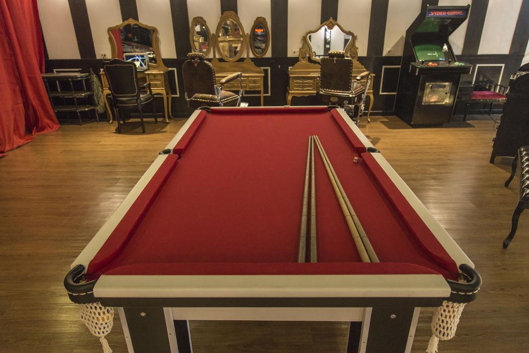 Para os noivos, a barbearia Circus Augusta tem mesa de sinuca, fliperama, pinbal e muita diversão (Crédito: Fernando Augusto)