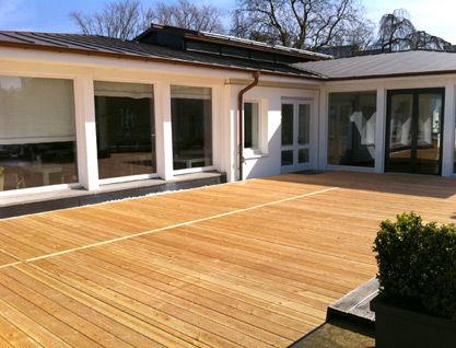 Beispiel: Terrasse ohne Möbel, Foto: Alsterlounge.