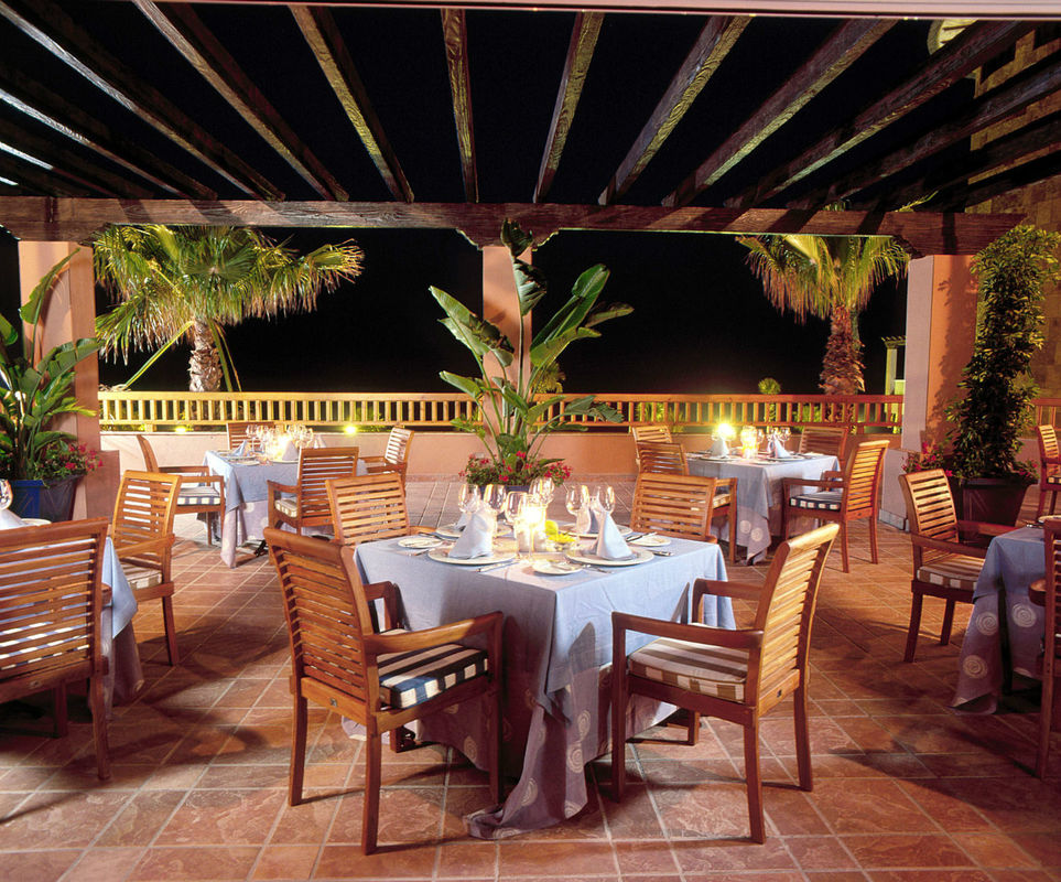 Terraza restaurante de noche