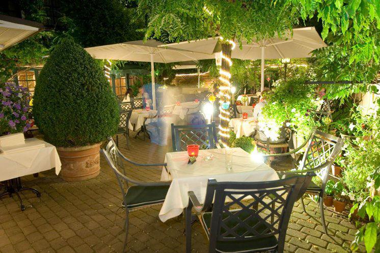 Beispiel: Gartenrestaurant, Foto: Landhaus Alte Scheune.