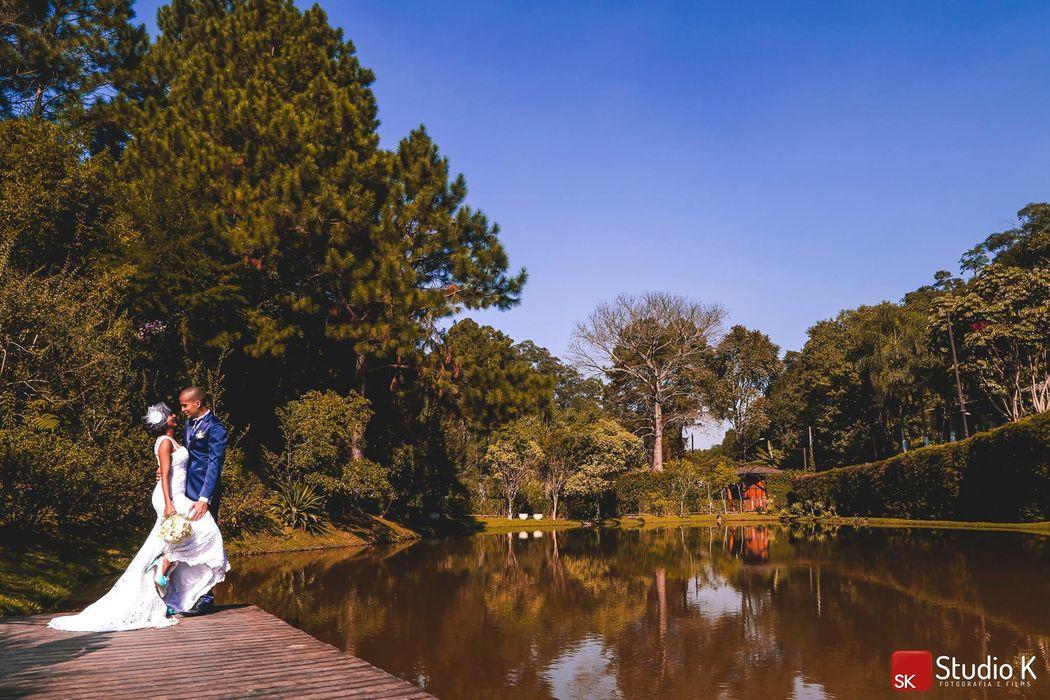 Fotos dos Noivos - Deck suspenso sobre o lago
