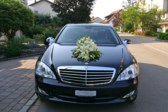 Beispiel: Autodekoration, Foto: Hochzeitsblumen.ch.
