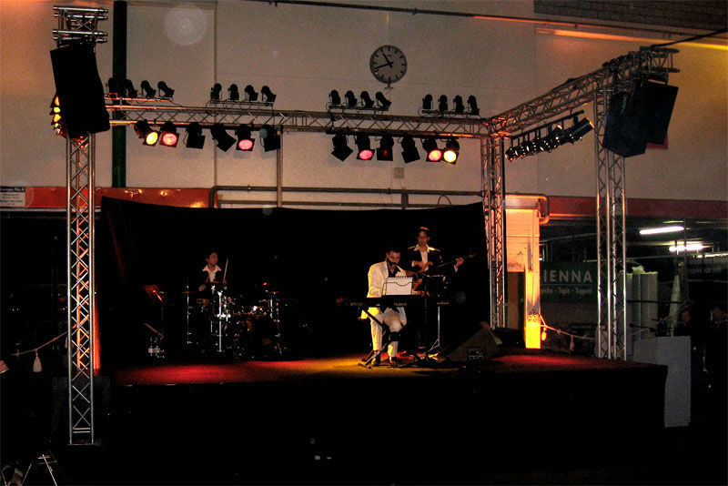 Beispiel: Auf der Bühne, Foto: Alessandro Sabato Trio.
