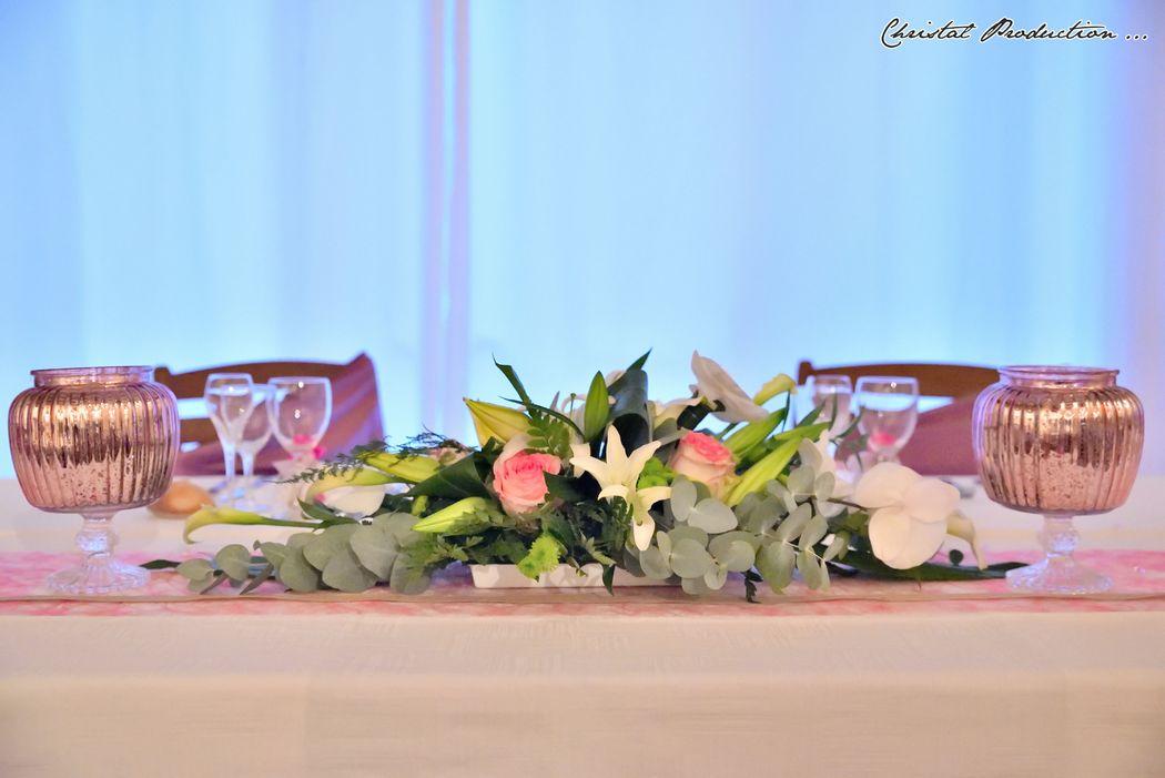 Mariage thème rose chic : table d'honneur