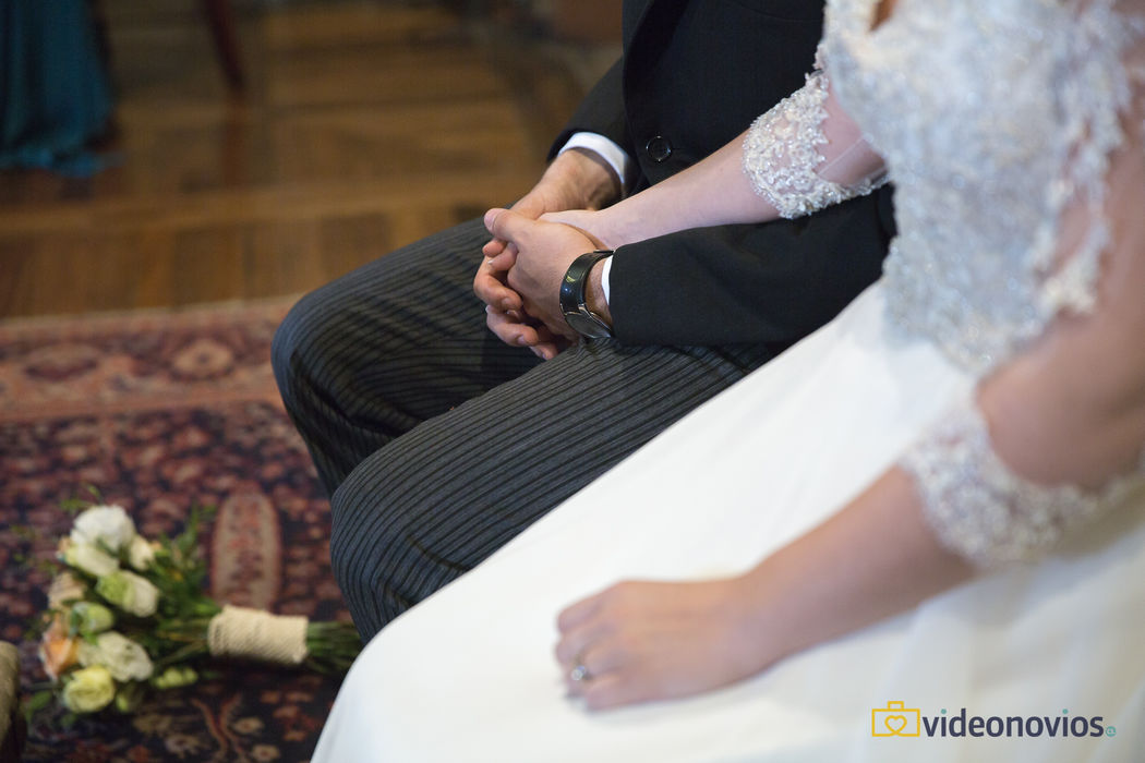 Detalle mano  - Ceremonia religiosa