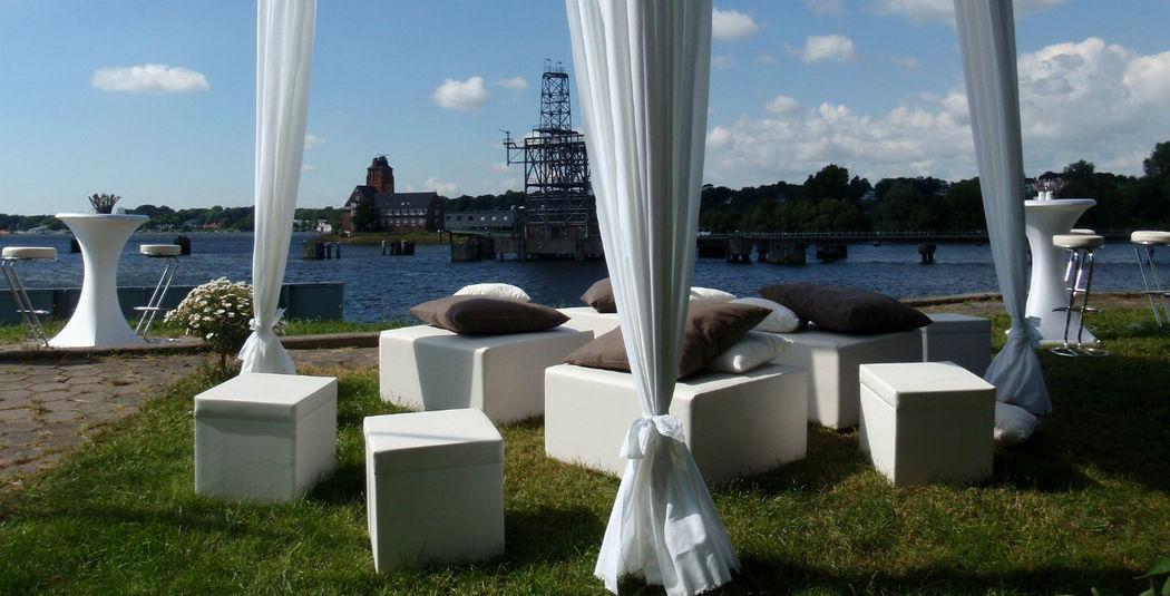 Beispiel: Blick auf die Elbe - Garten, Foto: Villa am Jachthafen.