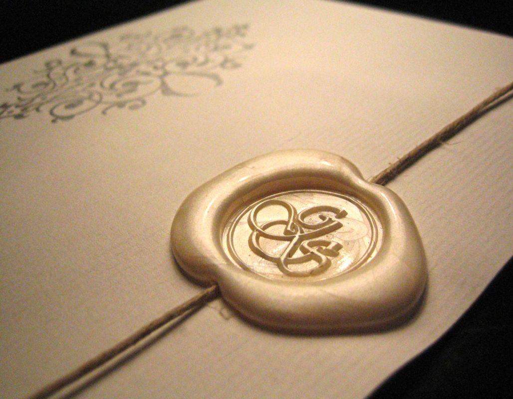 Invitaciones lacradas (blanco nácar).  www.royallacre.com
