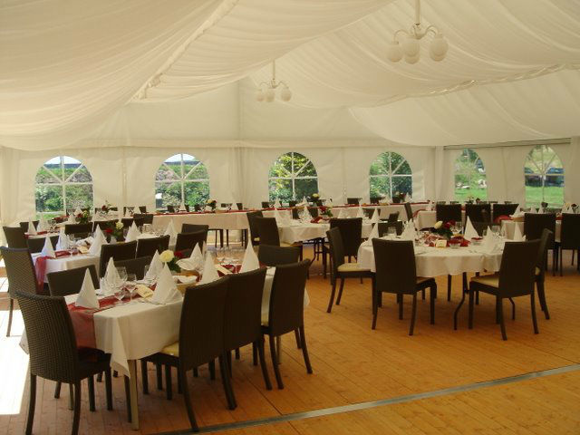 Beispiel: Festlich eingedeckte Tische, Foto: Hotel-Restaurant Zum Fröhlichen Landmann.