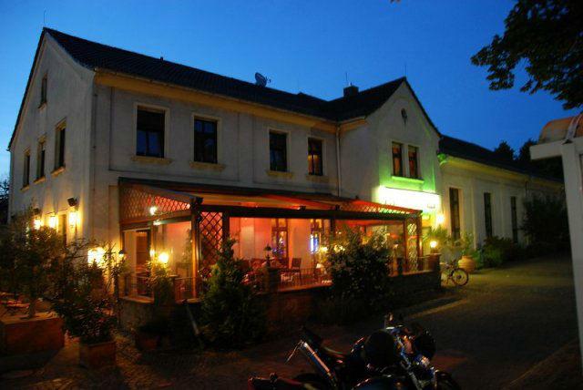 Beispiel: Restaurant bei Nacht, Foto: Café Stormwind.