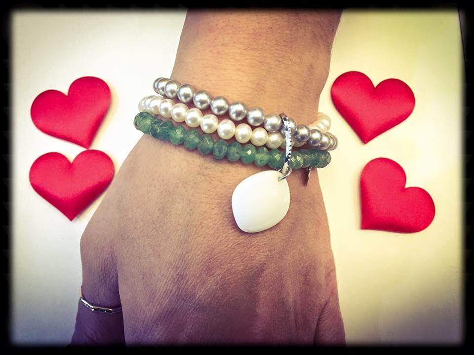Bracciale di perle selezionate e pendente in agata MIKIKO