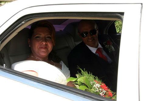Beispiel: Brautpaar in der Limousine, Foto: Limousinen Service Germany.