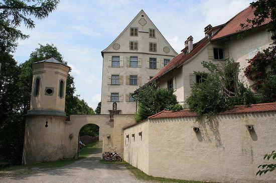 Beispiel: Vorderansicht, Foto: Schloss Achberg.