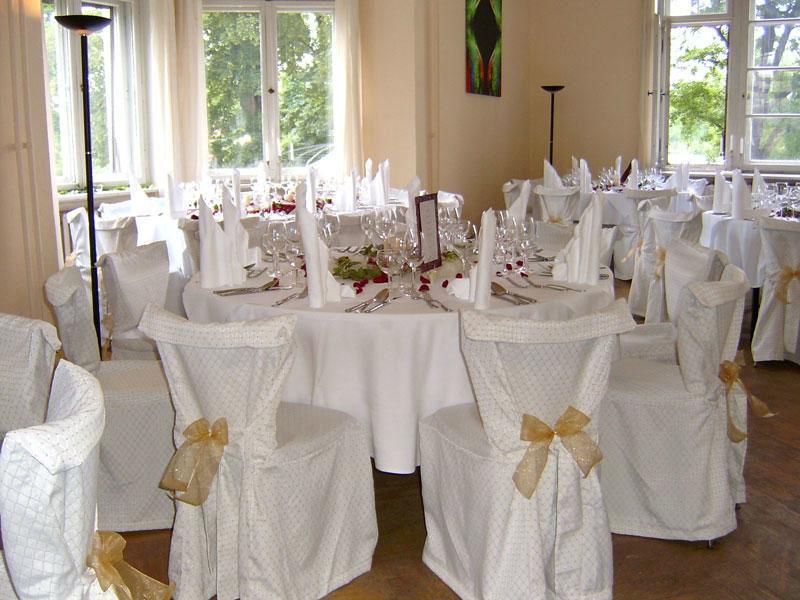 Beispiel: Ihre Hochzeitslocation perfekt dekoriert, Foto: Kreone.