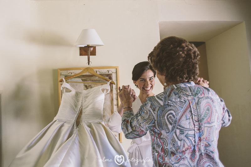 Boda Irene & Iñaki, Alma Fotografía Novia antes de ponerse el vestido