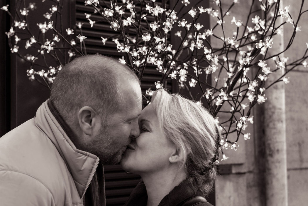 TripShooter - Romantic couple kissing   Photographer: Jade Maitre