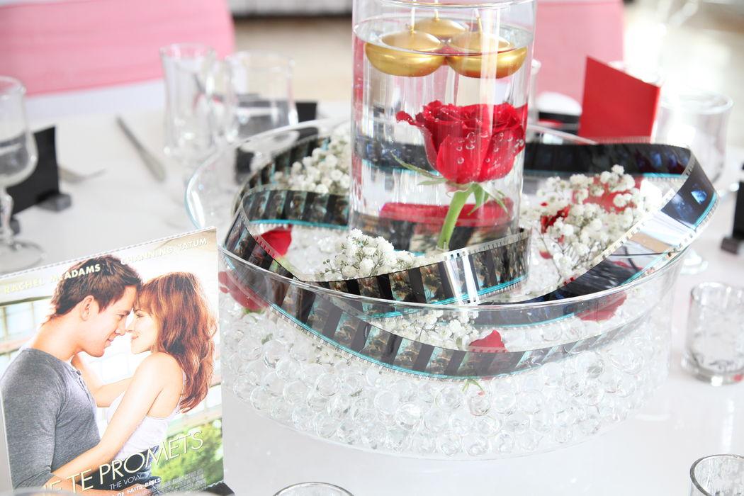 L'atelier de Sellyn centre de table mariage cinéma rouge et or