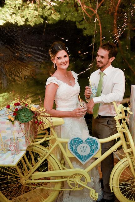 Noivos muitoooo felizes na bike que fizemos pra eles.