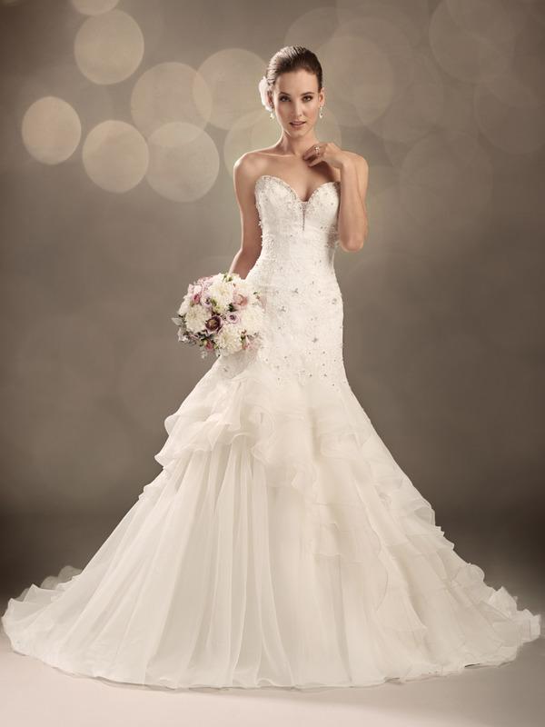 Beispiel: Brautkleid von Sophia Tolli, Foto: Brautmoden.de.