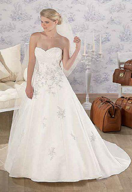 Beispiel: Leihen Sie sich ein Brautkleid, Foto: Kleiderverleih Rottenberg.