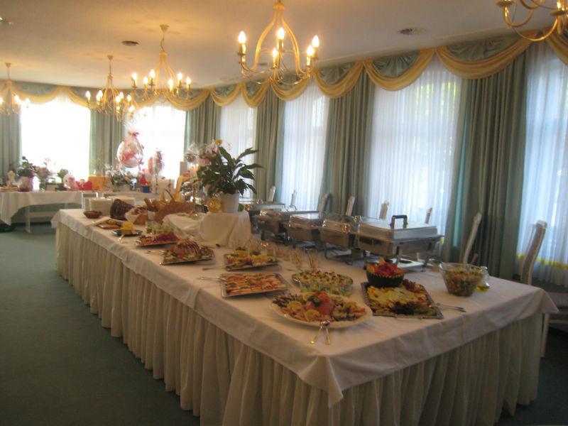 Beispiel: Einladendes Hochzeitsbuffet, Foto: Hotel Schöne Aussicht.