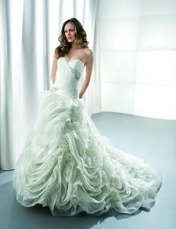 Beispiel: Kleider für die Braut mit Stil, Foto: White Lounge.