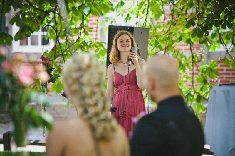 Beispiel: Romantischer Gesang für Braut und Bräutigam, Foto: Alexandra Pietsch Hochzeitssängerin.