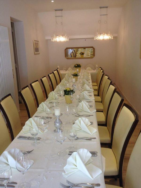 Beispiel: Nebenzimmer, Foto: Frischbier's Hotel-Restaurant.