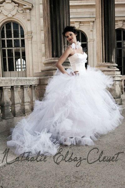 Nathalie Elbaz  Robe de mariée PRECIEUSE  Bustier Satin de soie Jupe en ruchés de tulle Existe en blanc et en ivoire.