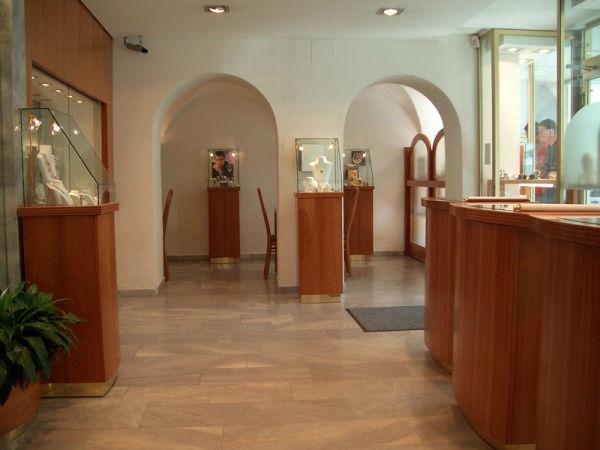 Beispiel: Verkaufsräume am Benediktinerplatz, Foto: Juwelier Mairinger.